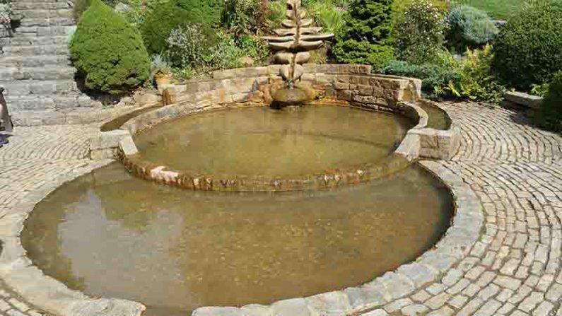 Lichtgidsen Glastonbury Chalice Well Bekken